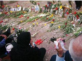 تصویر اعلامیه کمیته مرکزی حزب توده ایران به مناسبت سالگرد فاجعه ملی