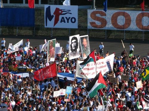 تصویر رژه زحمتکشان جهان در روز جهانی کارگر با خواست عدالت اجتماعی و زندگی شایسته