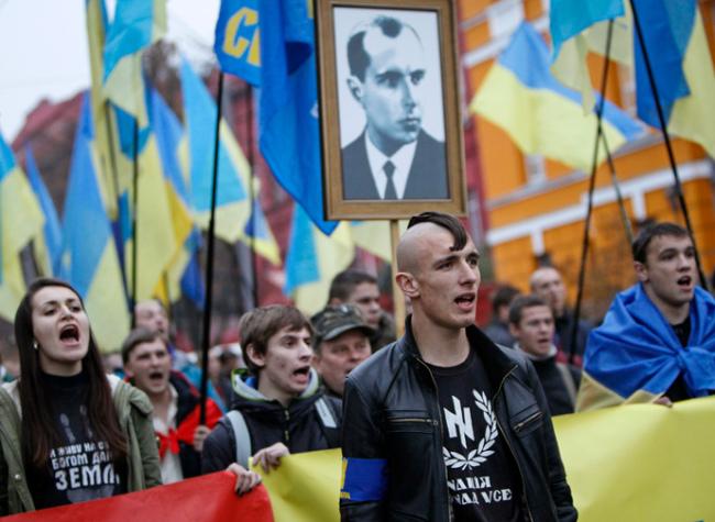 تصویر حزب تودهٔ ایران، توطئهٔ کودتا برای براندازیِ دولت در اوکراین را محکوم میکند!