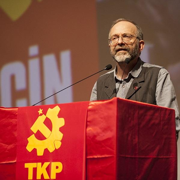 تصویر همبستگی با رفیق «کمال اوکایان»، دبیرکل حزب کمونیست ترکیه