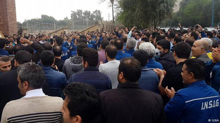 تصویر حزب تودۀ ایران یورش نیروهای امنیتی  به  کارگران گروه ملی صنعتی فولاد اهواز را شدیداً محکوم می کند!