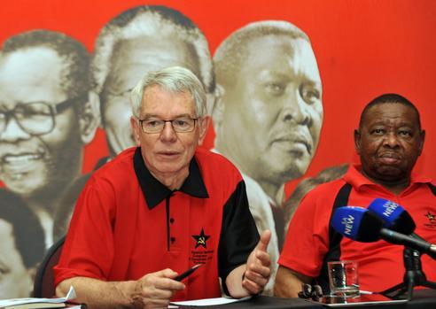 تصویر آفریقای جنوبی: مبارزهٔ درونسازمانی در دل مبارزهٔ اجتماعی