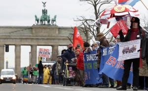 تصویر نیروهای چپ آلمان پس از کسب برخی موفقیتها، برای انتخابات آتی خودشان  را آماده میکنند!