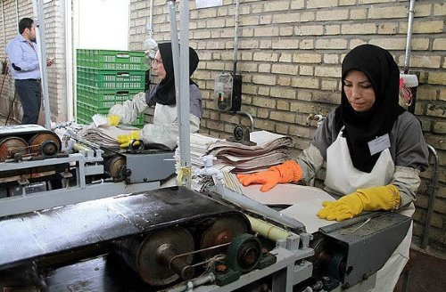 مبارزهٔ زنان کارگر و شاغل برای تأمین امنیت شغلی و علیه تبعیض جنسیتی- طبقاتی!  - حزب توده ایران